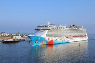 Norwegian Breakaway beim Erstanlauf in Warnemünde / © Norwegian Cruise Line