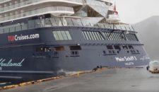 Unfall: Mein Schiff 3 reisst sich in Honningsvag (Nordkap) los und knallt an die Pier (Video)