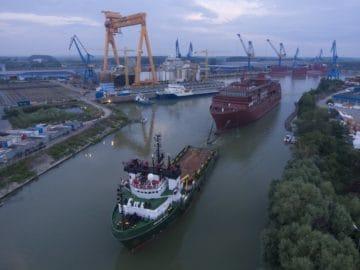 Heute, am 26. Juli 2018, beginnt die Überführung des Expeditionsneubaus vom rumänischen Standort der VARD Group in Tulcea zur VARD Langsten Werft in Norwegen © Bogdan Vasilescu