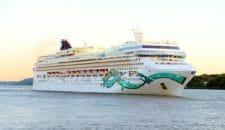Norwegian Jade startet auf vorerst letzte Hamburg Saison
