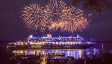 Queen Mary 2 beim Auslaufen aus dem Blue Port Hamburg