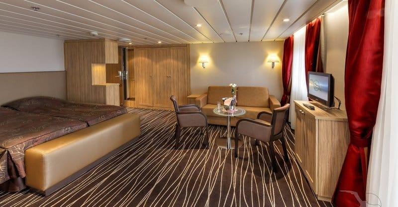 MS Albatros: 2-Bett Suite mit Balkon / © Phoenix Reisen