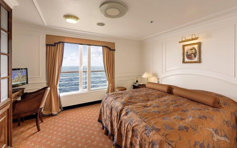 MS Deutschland: 2-Bett Junior Suite mit franz. Balkon / ©Phoenix Reisen