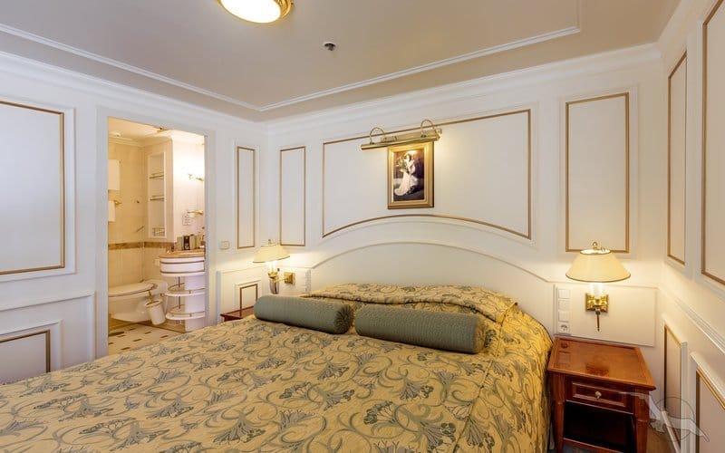 Ms Deutschland: 2-Bett Suite mit franz. Balkon / © Phoenix Reisen