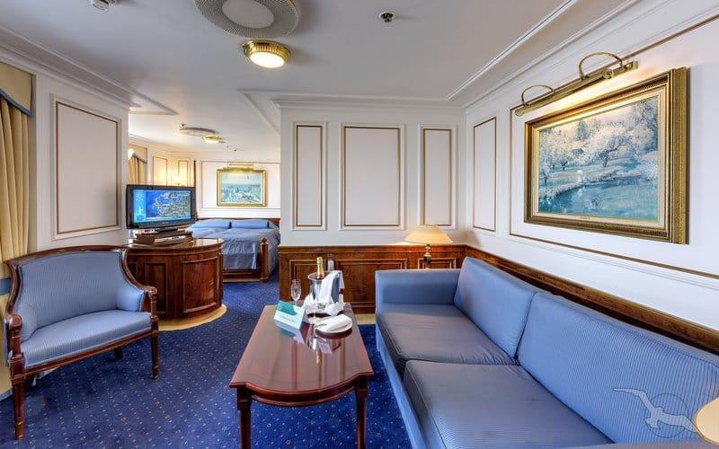 MS Deutschland: Eigner Suite der Kategorie W2 / ©Phoenix Reisen
