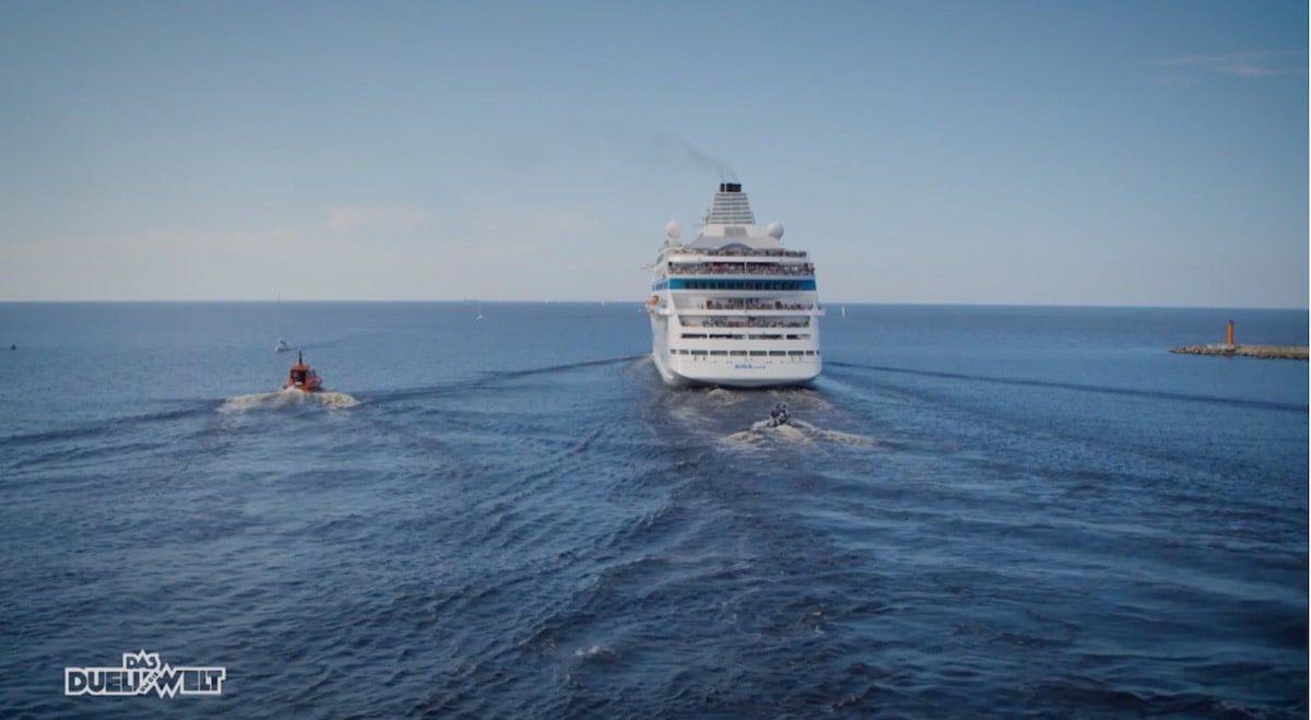 AIDAcara zieht Lena Meyer-Landrut mit Wasserskiern in der Ostsee