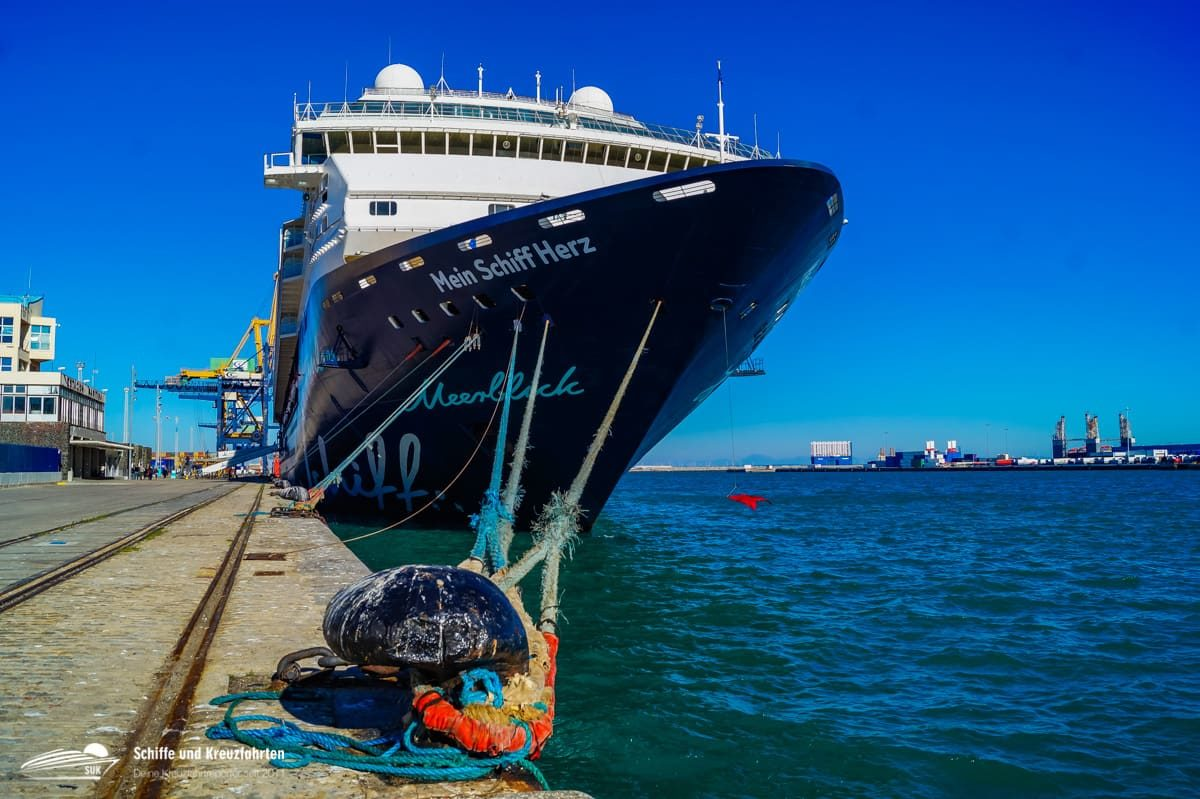 TUI Cruises: Einer rein, einer raus - Mini Flottentreffen in Funchal