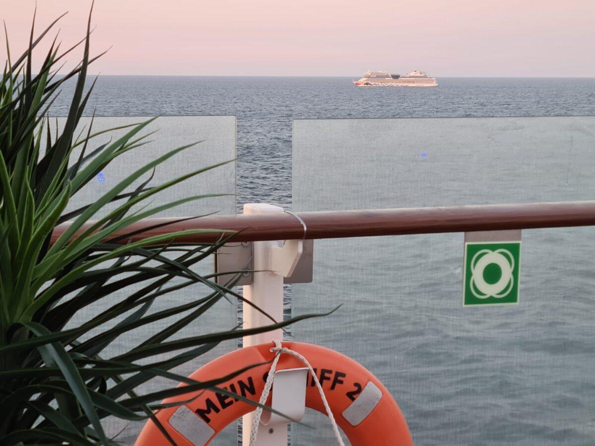 AIDAmar und Mein Schiff 2: Treffen auf hoher See