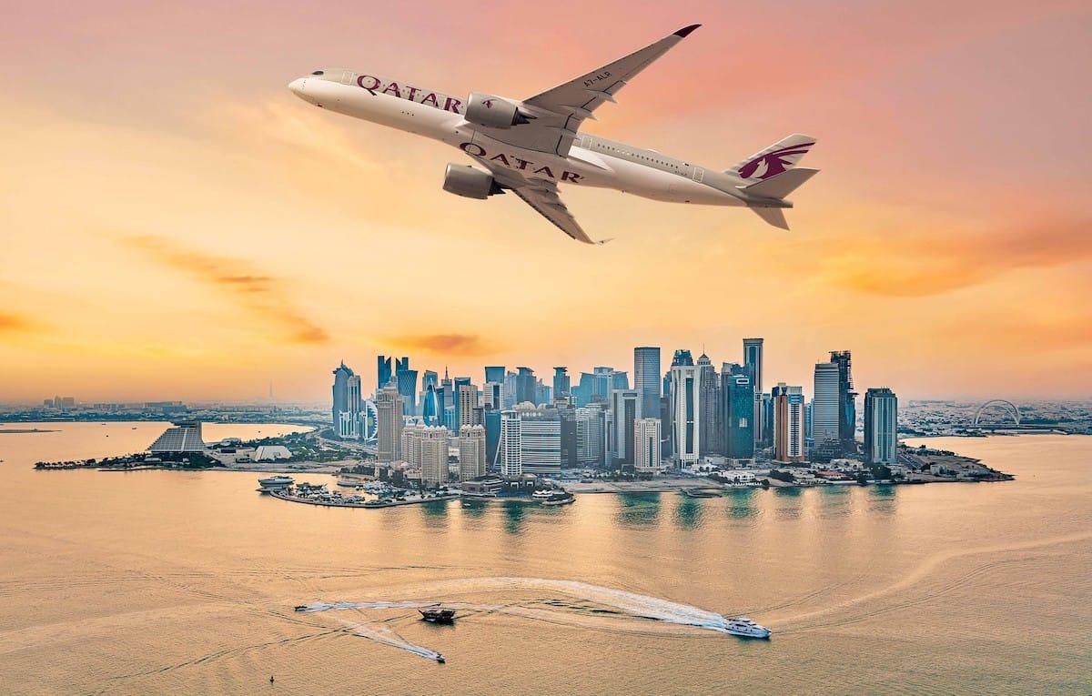 Qatar Flugzeug mit Kreuzfahrtschiffen / © Qatar Airways