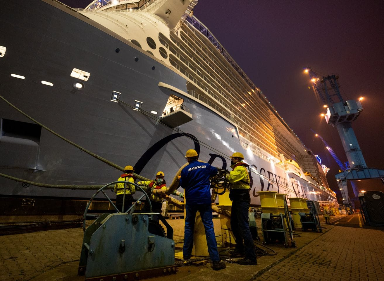 Odyssey of the Seas zu Beginn der Emsüberführung / ©Meyer Werft