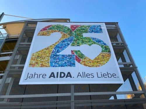 AIDA 25 Jahre Banner für Mitarbeiter / © AIDA Cruises