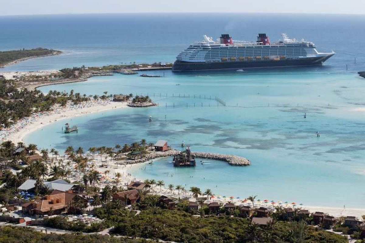 DISNEY DREAM AT CASTAWAY CAY / © Disney Cruise Line