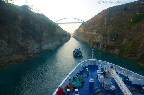 MS Berlin im Korinth-Kanal 15