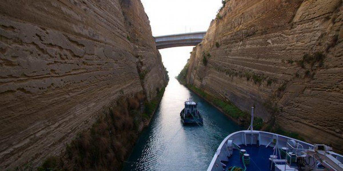 MS Berlin im Korinth-Kanal 29