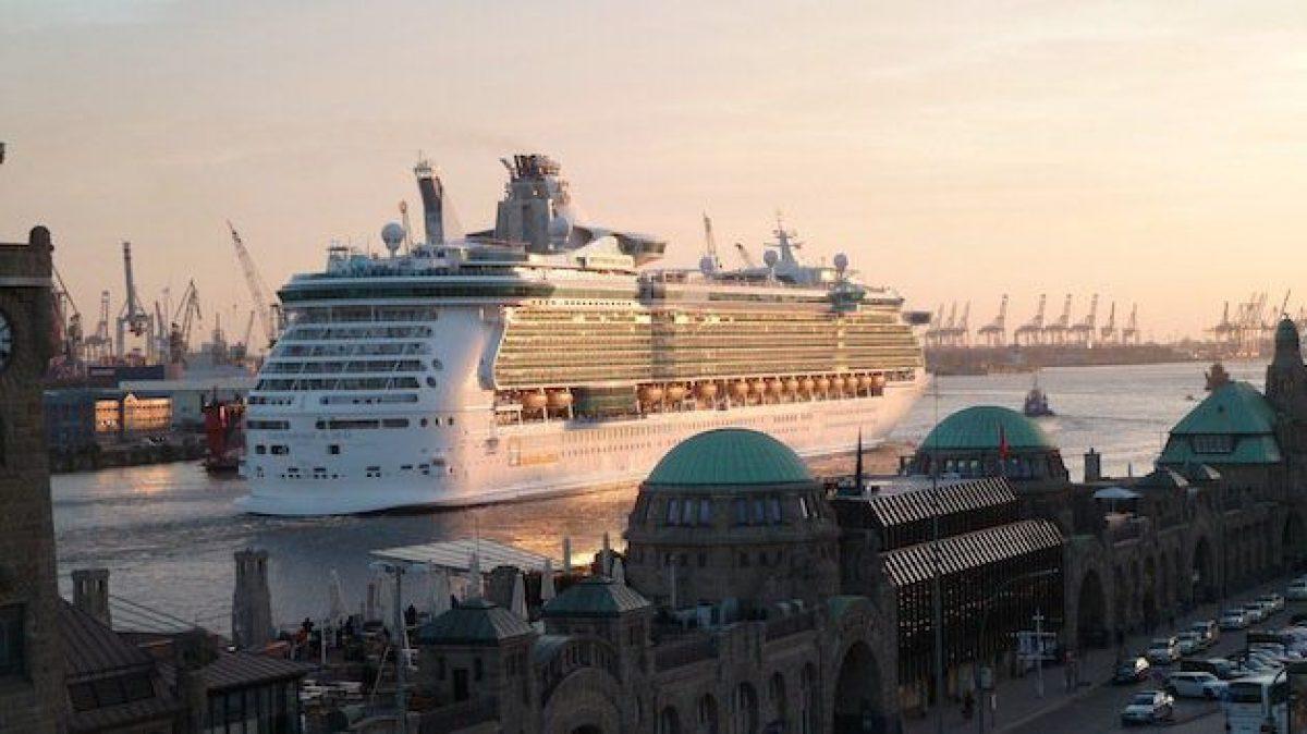 Ausdocken Independence of the Seas