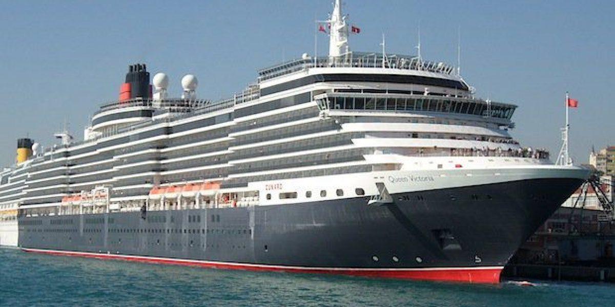 Queen Elizabeth im Hafen von Venedig