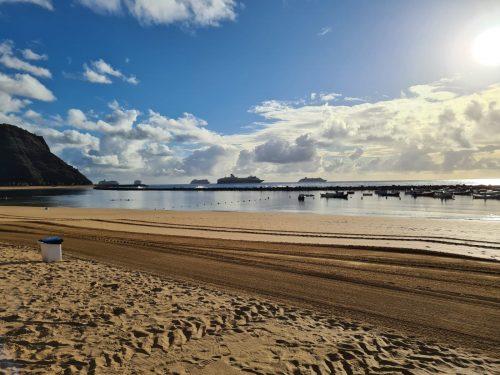 Blick vom Strand auf Teneriffa