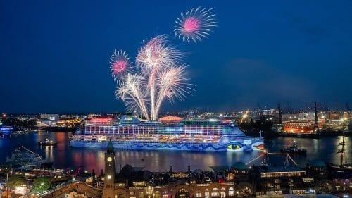 AIDA Feuerwerk beim Hamburger Hafengeburtstag 2018 mit AIDAperla / © AIDA Cruises