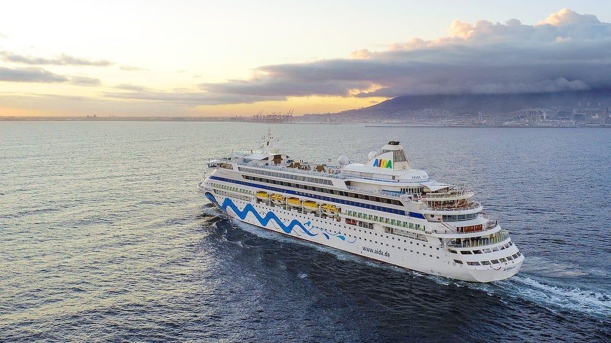AIDAaura ist das erste AIDA Kreuzfahrtschiff welches im Hafen von Kapstadt festgemacht hat / © AIDA Cruises
