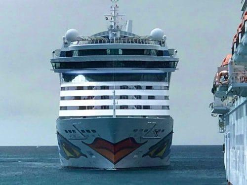AIDAluna einlaufend in den Hafen von Philipsburg (2050 Passagiere)