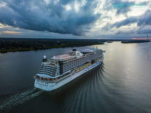 AIDAprima verlässt Hamburg - nächster Stop Kanaren, dann Mittelmeer, danach Orient