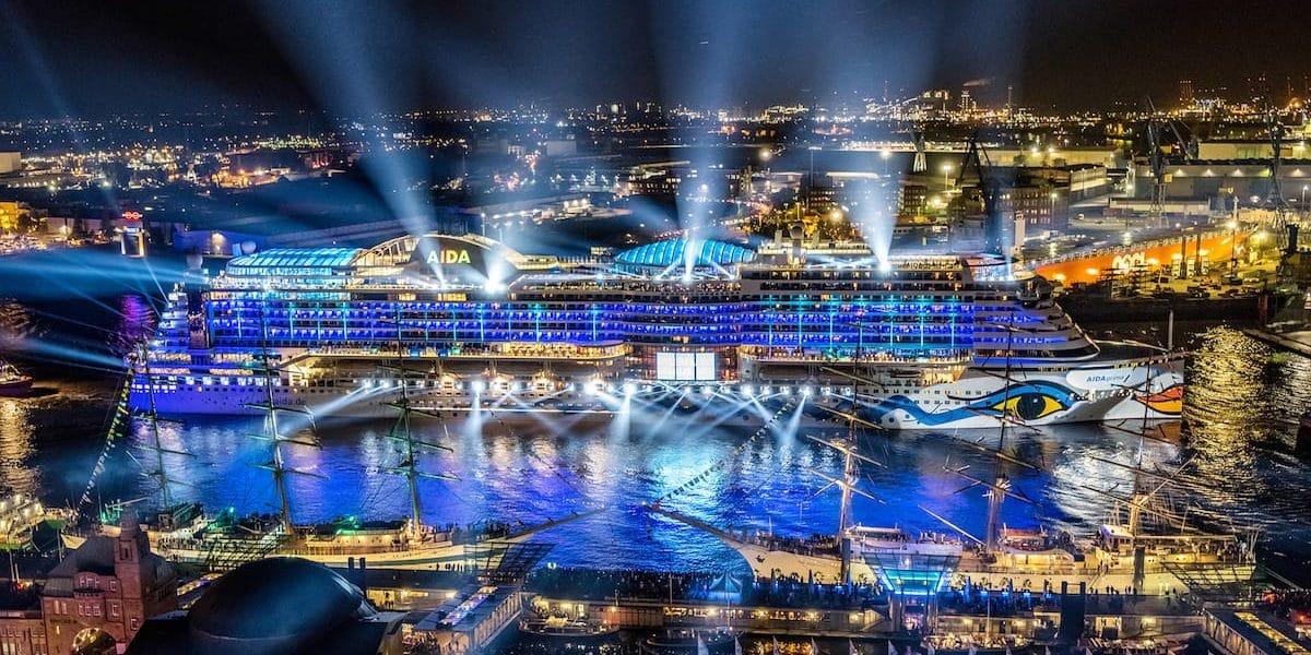 AIDAprima führt die Schiffsparade der Hamburg Cruise Days 2017 an / © AIDA Cruises