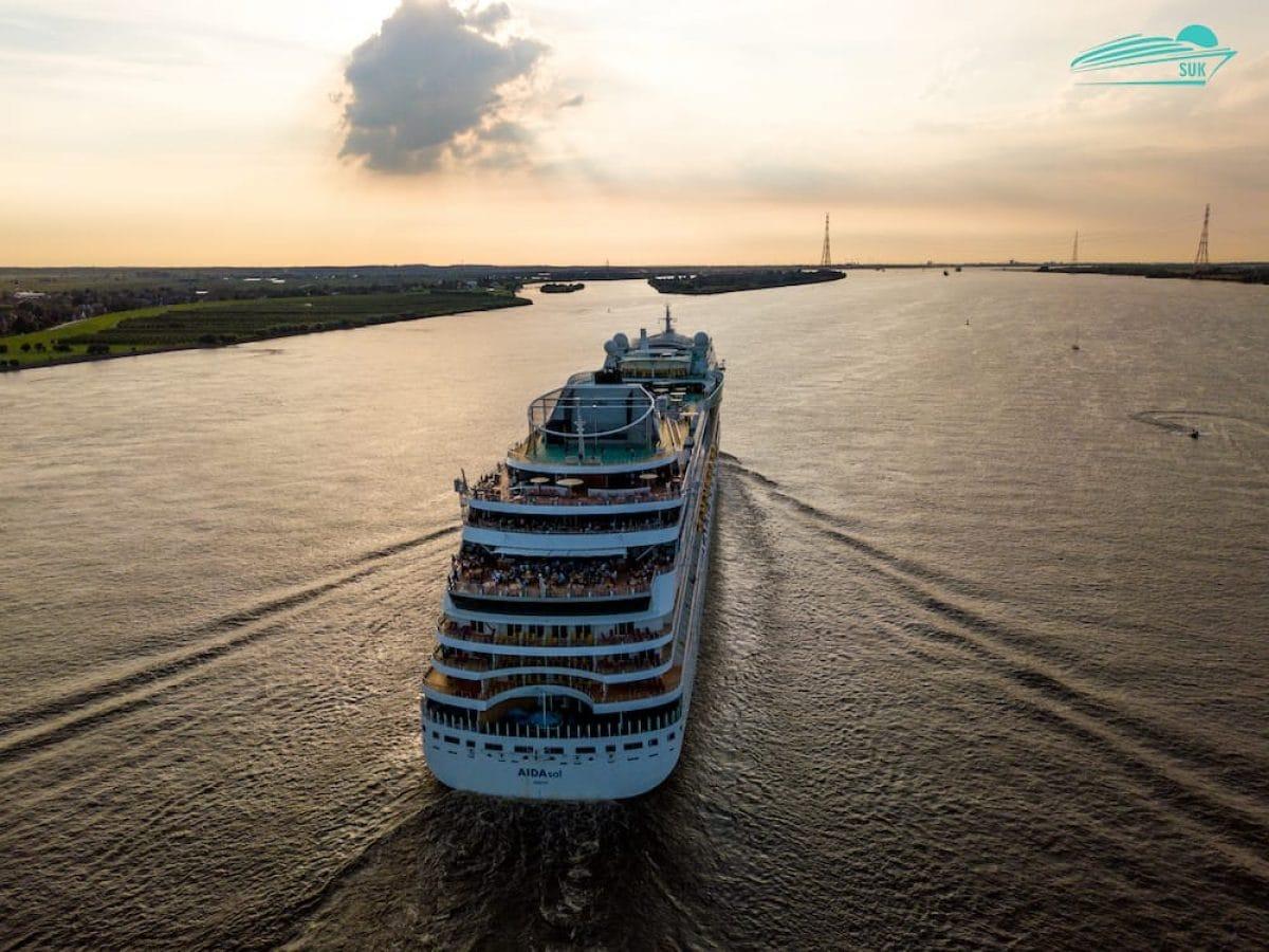 AIDAsol auf der Elbe - 31.07.2017