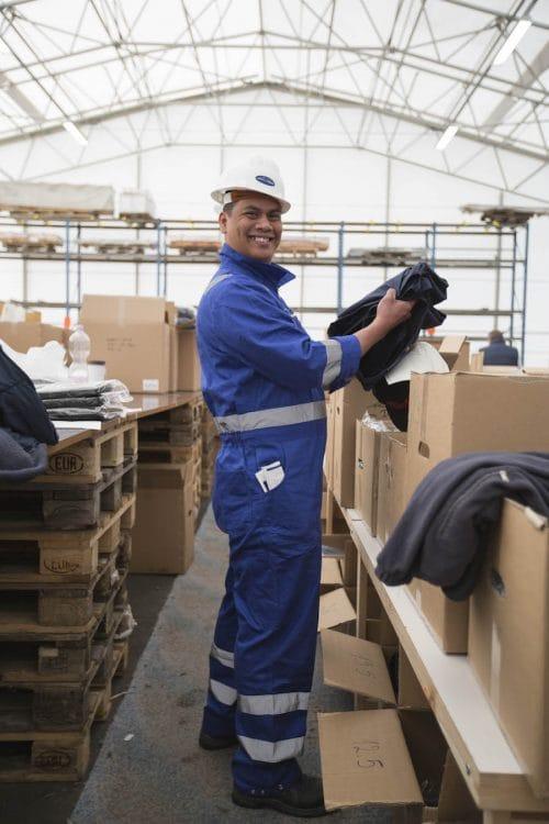 Die Ausgabestelle der Crew-Uniformen für die Mein Schiff 6 / © TUI Cruises