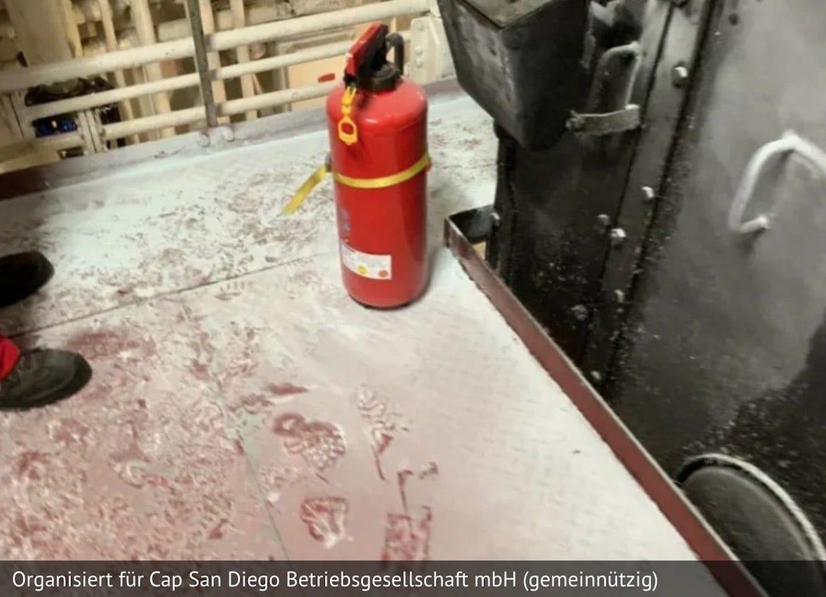cap-san-diego-vandalismus-abc-pulver