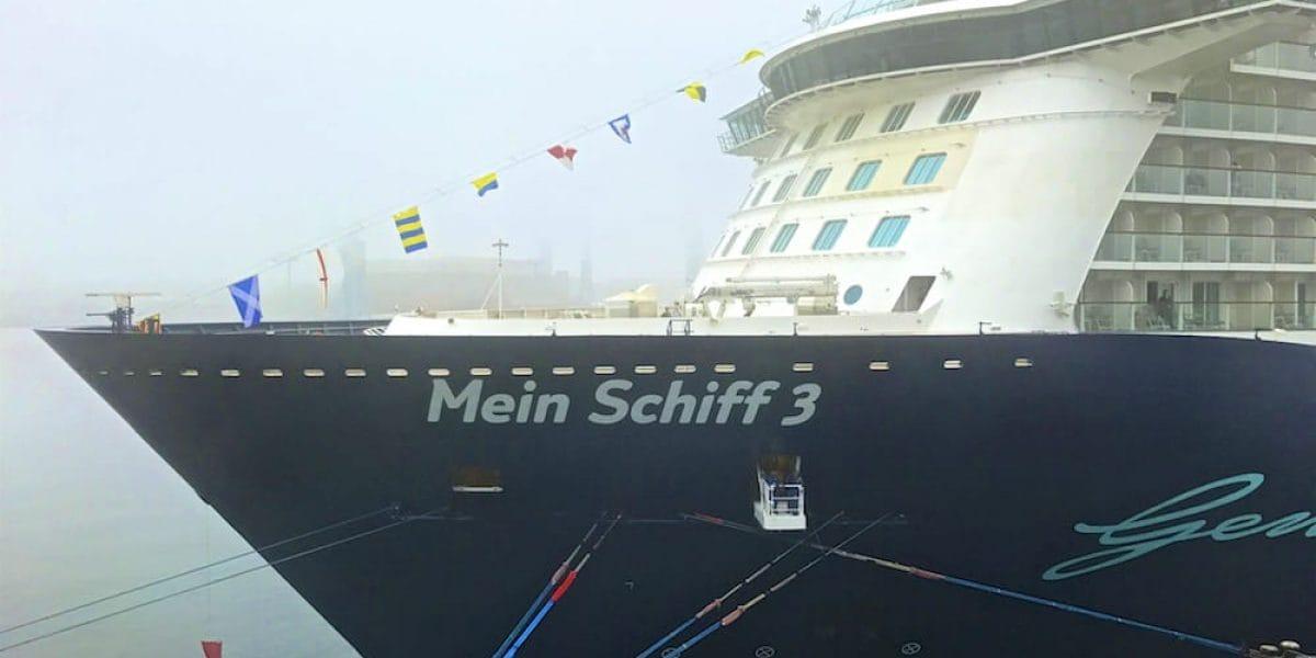 Mein Schiff 3 im Nebel in Kiel