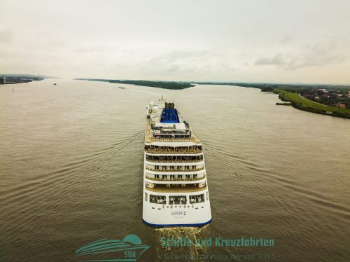 MS Europa 2 auf der Elbe - Luftbilder im August 2017