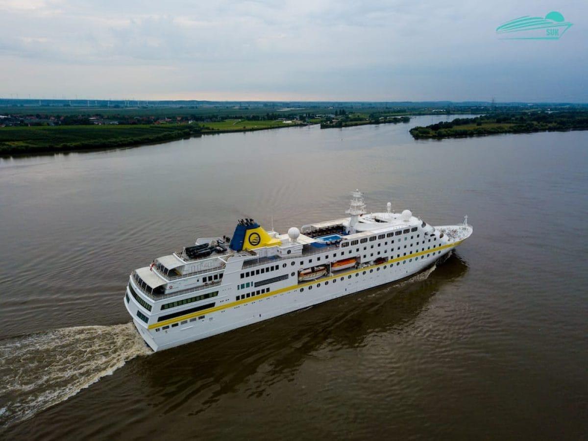 MS Hamburg auf der Elbe - Luftaufnahmen / Droneshots am 01.08.2017