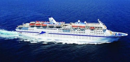MS Magellan mit CMV Schornstein / © Cruise & Maritime Voyages