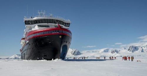 Antarktis: MS Roald Amundsen / © Hurtigruten
