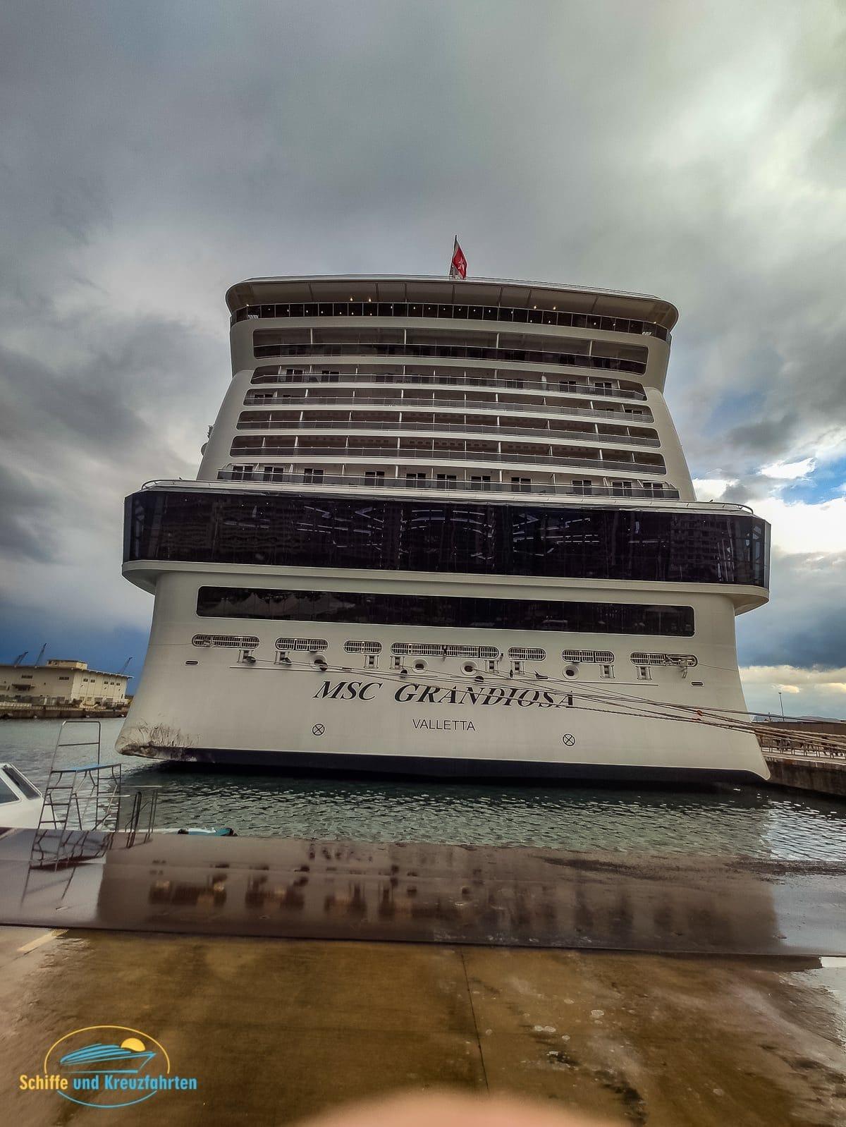 UNFALL: MSC Grandiosa rammte Pier in Palermo