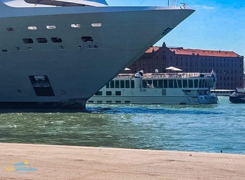 MSC Opera nach dem Unfall in Venedig