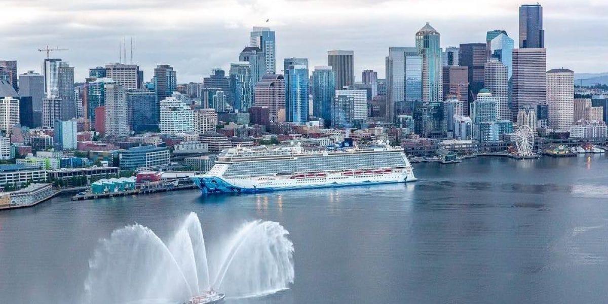 Die Norwegian Bliss wurde in Seattle von Elvis Duran getauft / © Norwegian Cruise Line