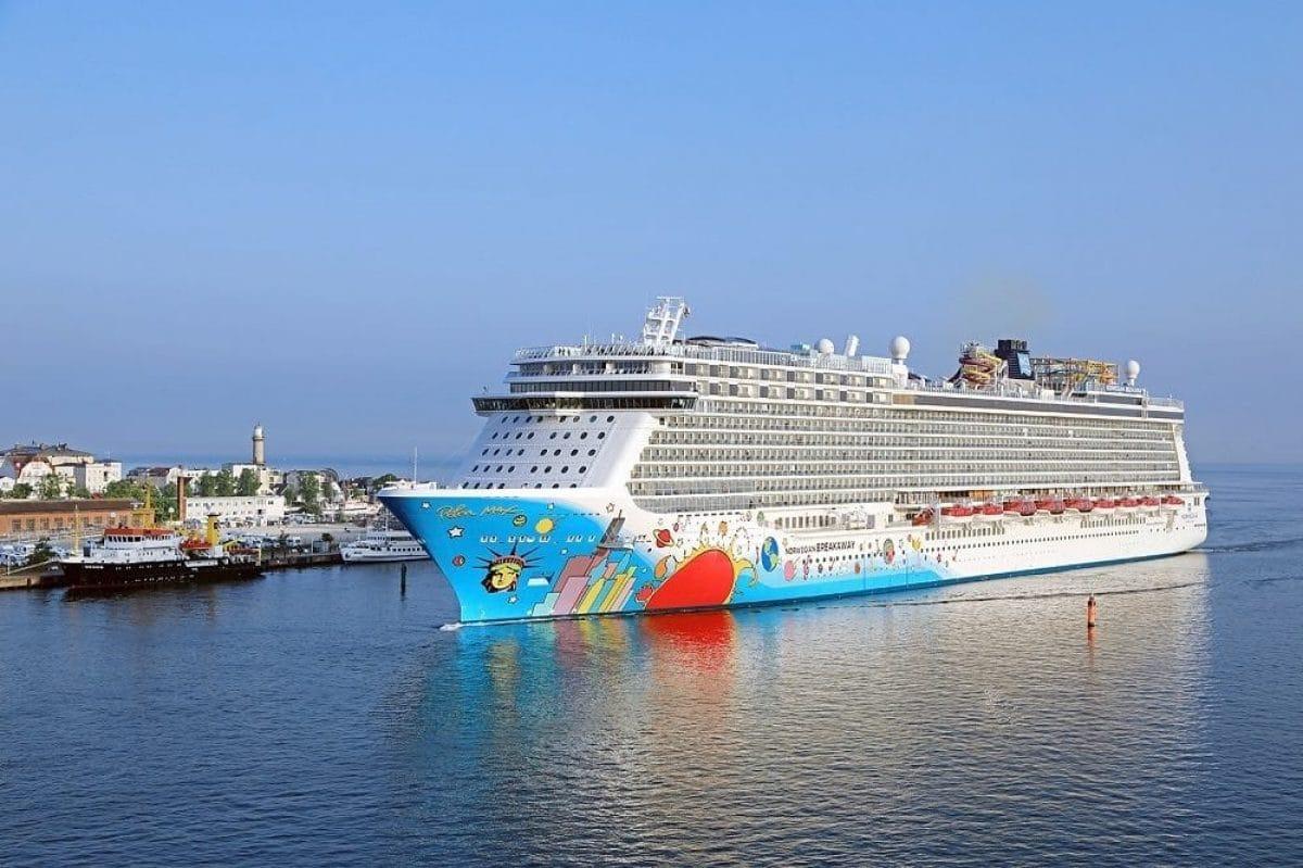 Norwegian Breakaway beim Erstanlauf in Warnemünde / © Norwegian Cruise Line