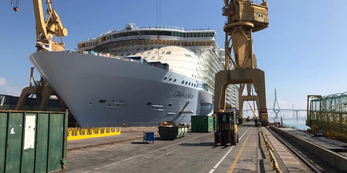 oasis-of-the-seas-in-der-werft-frank-behling