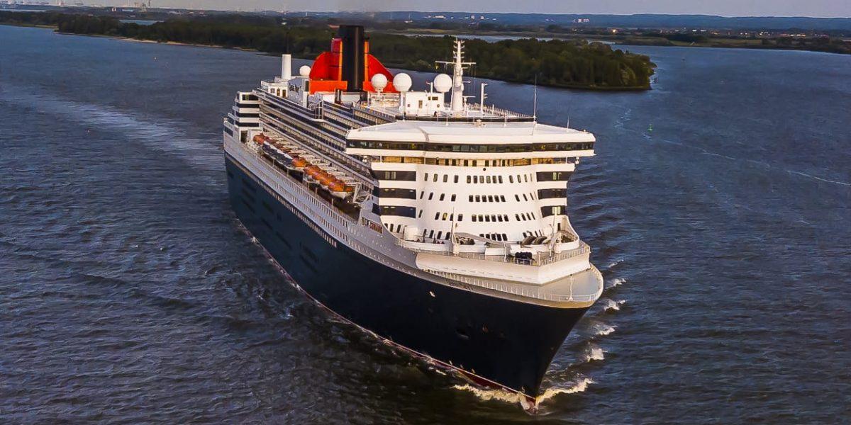 Queen Mary 2 Droneshots - Luftbilder auf der Elbe