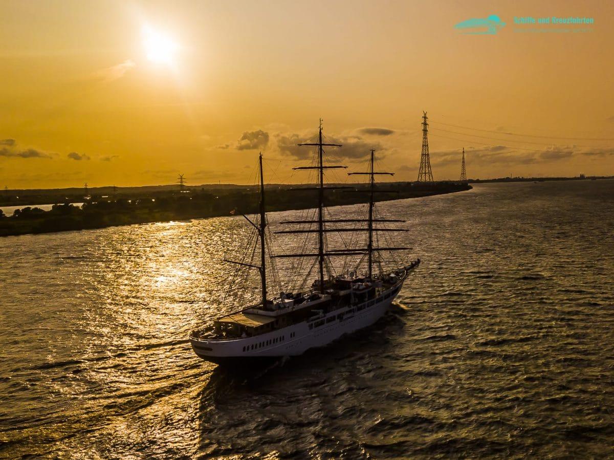 Sea Cloud 2 - Segelschiff aus der Luft auf der Elbe